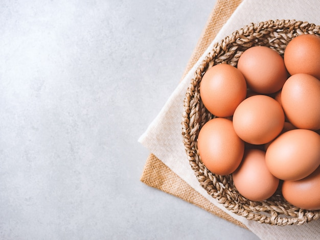 Органические куриные яйца Premium Фотографии