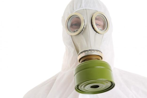 ガスマスクを持つ男 Premium写真