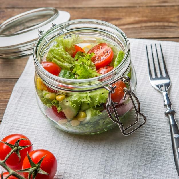 軽い野菜のサラダディナー Premium写真