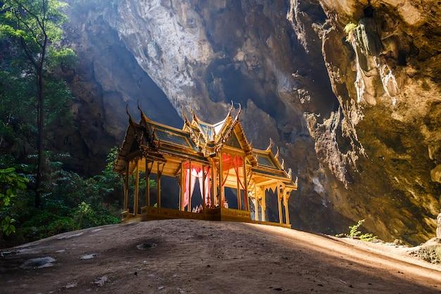 プラヤナコン洞窟 Premium写真