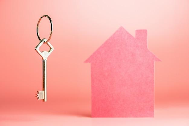 住宅ローンの概念、コピースペース、賃貸住宅、または交換で新しい家を買う Premium写真