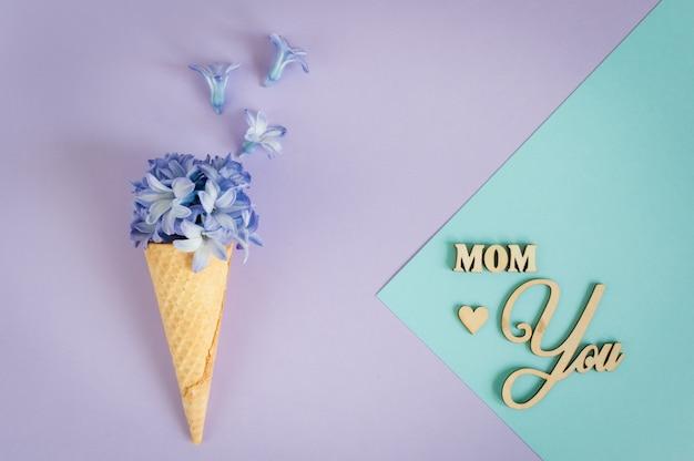 花のミニマリズムグリーティングカード Premium写真