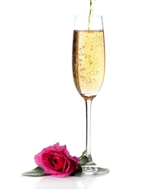 Розовое и шампанское вино, изолированные на белом Premium Фотографии