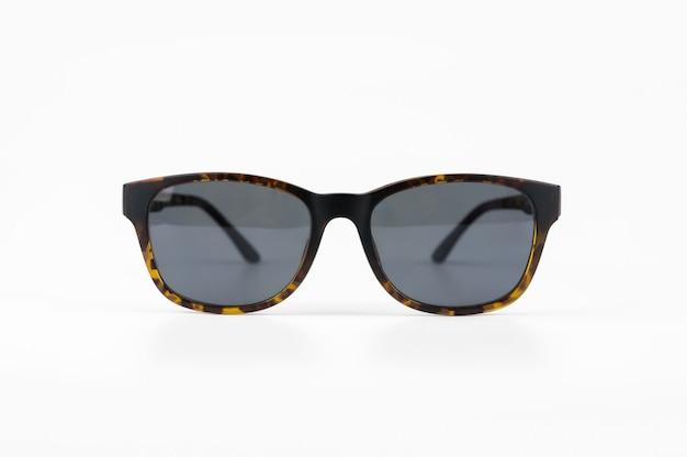 白地に黒のサングラス。 Premium写真