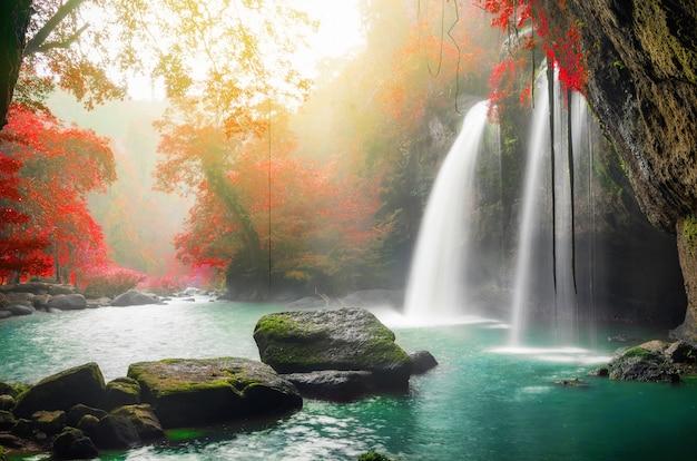 ホオスワット滝 Premium写真