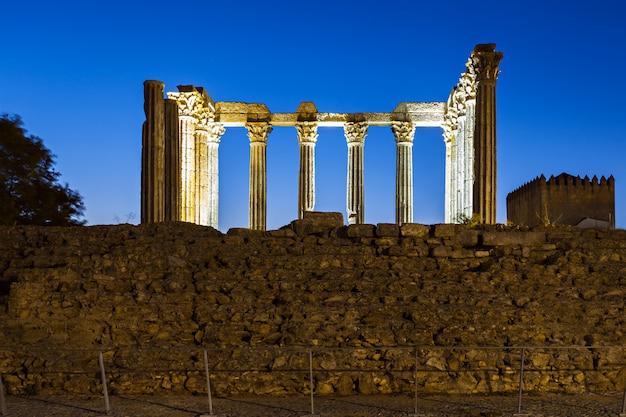 ローマ寺院、エヴォラ Premium写真
