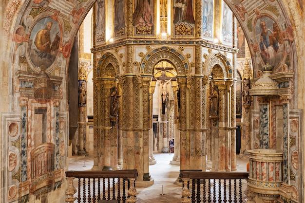 キリストの修道院インテリア Premium写真