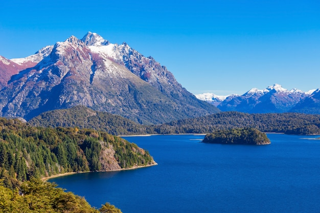 Барилоче пейзаж в аргентине Premium Фотографии