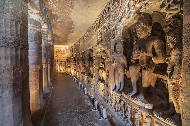 インドアジャンタ洞窟 Premium写真