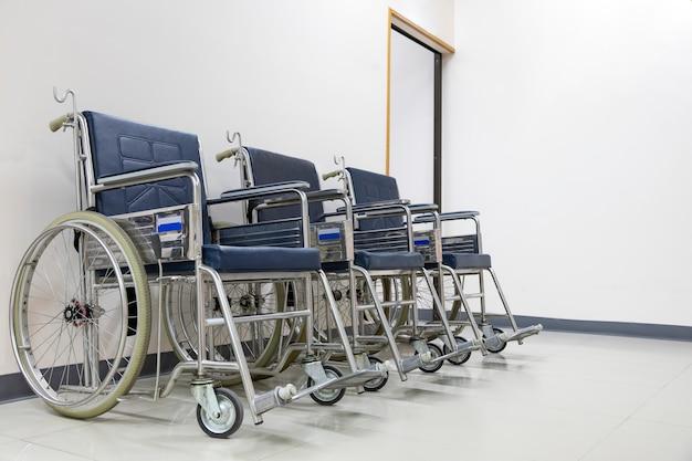 ホールの車椅子 Premium写真