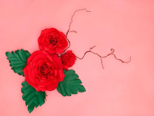 Красные бумажные розы Premium Фотографии