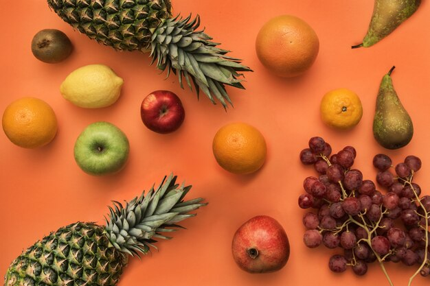 Разные свежие фрукты Premium Фотографии