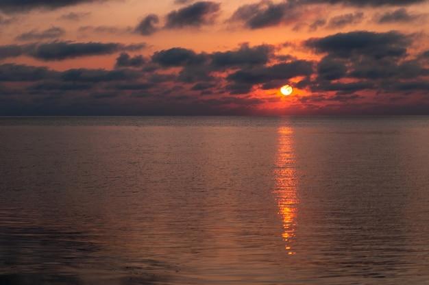 Морской пейзаж крыма Premium Фотографии