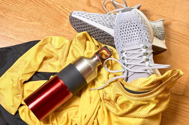 Обувь для бега и различные аксессуары Premium Фотографии