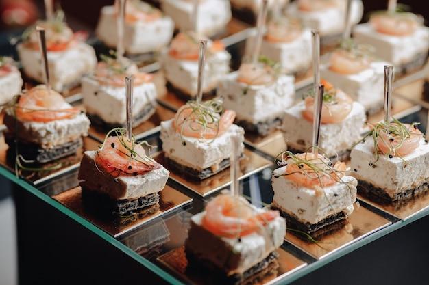 カナッペと美味しいお食事をご用意した美味しいお祝いビュッフェ Premium写真