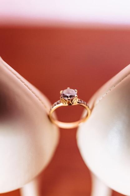 結婚指輪、結婚式のお祝い、アクセサリー、装飾 Premium写真