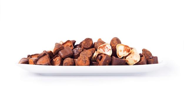 白のチョコレートを区別します。 Premium写真