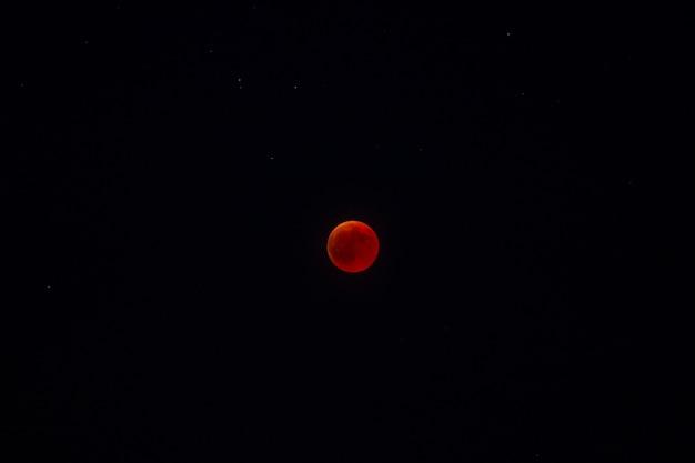 赤月のエクリプス Premium写真