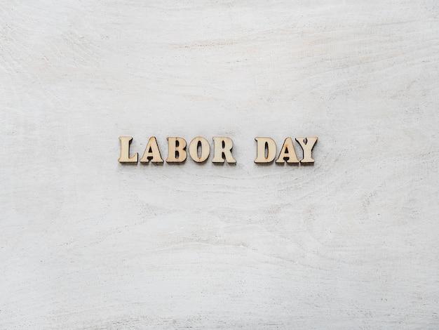 労働者の日おめでとうと美しいカード Premium写真