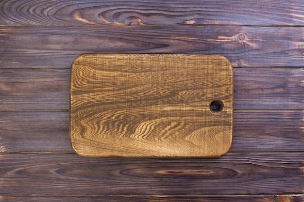 古い木製のテキストのためのスペースを持つヴィンテージまな板 Premium写真