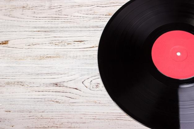 木材のビニールレコード、ビニールディスク Premium写真