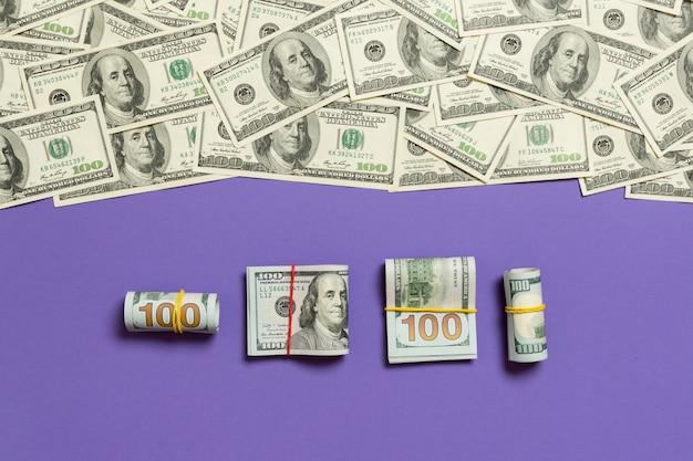 色付きの背景にドル通貨 Premium写真
