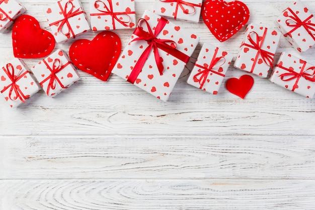 Валентина подарок в праздничном оформлении Premium Фотографии
