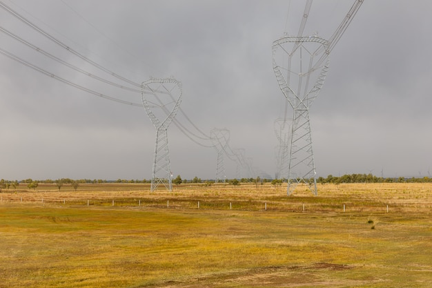 高圧タワー典型的な産業景観 Premium写真