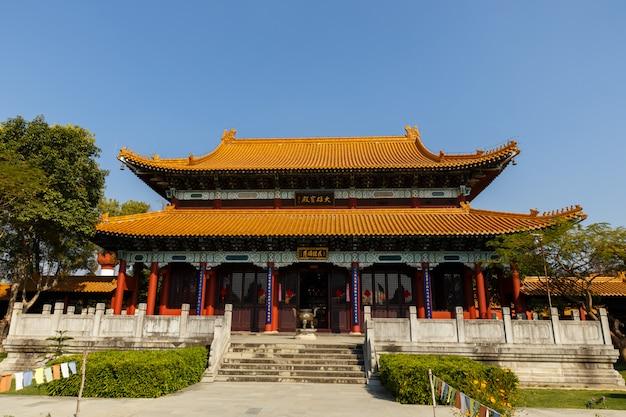 ルンビニの中国仏教僧院 Premium写真