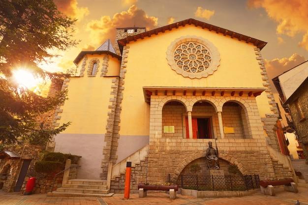 Церковь сан-эстеве в андорра-ла-велья Premium Фотографии