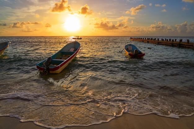 Ривьера майя рассвет в карибском бассейне мексика Premium Фотографии