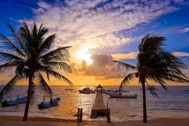 Ривьера майя восход пирс карибское море мексика Premium Фотографии