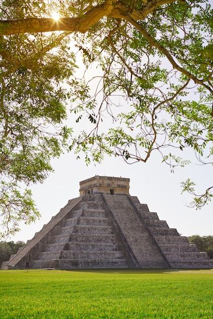 Храм чичен-ица-эль-темпло кукулькан Premium Фотографии