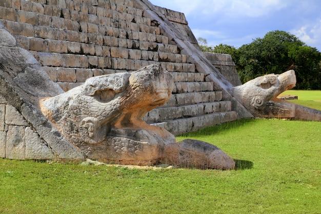 Кукульская змея эль кастильо майя чичен-ица Premium Фотографии