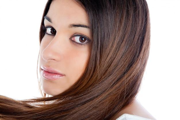 Азиатская брюнетка индийская женщина с длинными волосами крупным планом Premium Фотографии