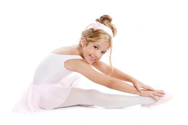 バレリーナリトルバレエ子供ダンサーストレッチ座って Premium写真
