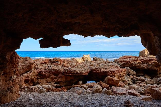アリカンテのデニアラスロタスビーチ洞窟 Premium写真
