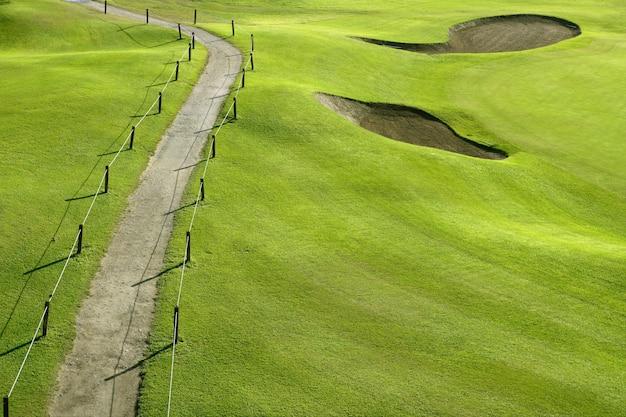 ゴルフコースグリーングラスヒルフィールド Premium写真