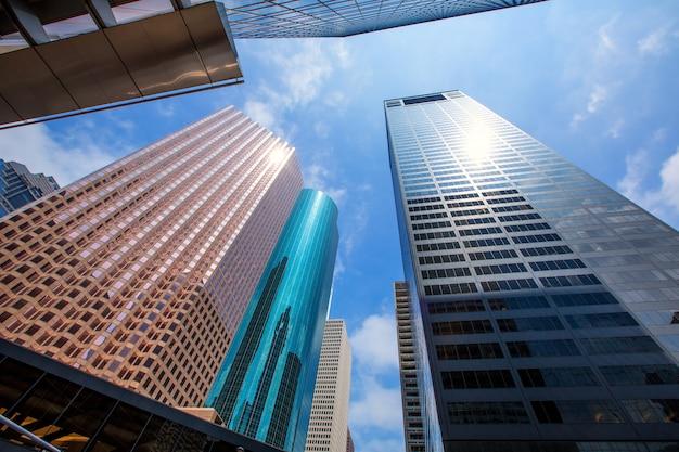 ヒューストンのダウンタウンの高層ビルは青い空ミラー Premium写真