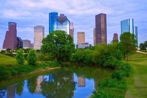 パーク川からヒューストンテキサス近代的なスカイライン Premium写真