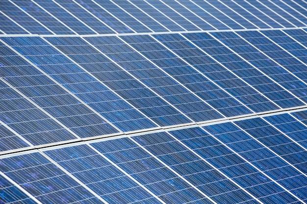 Солнечные пластины для зеленой солнечной энергии Premium Фотографии