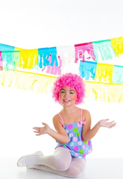 子供子供女の子パーティーピエロピンクかつら面白い表現を Premium写真