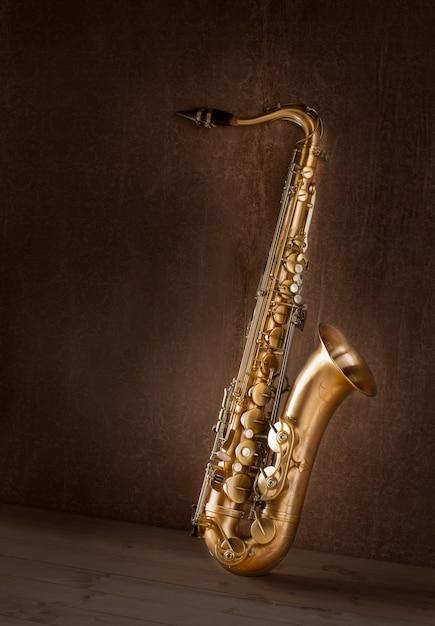 サックスゴールデンテナーサックスビンテージレトロ Premium写真