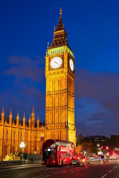イギリスロンドンのビッグベン時計台 Premium写真