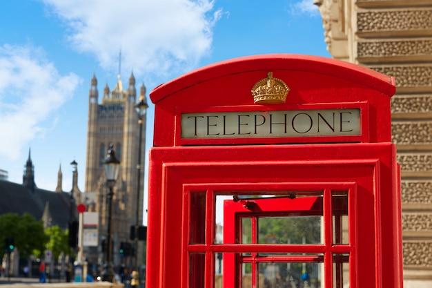 ロンドンの古い赤い電話ボックス Premium写真