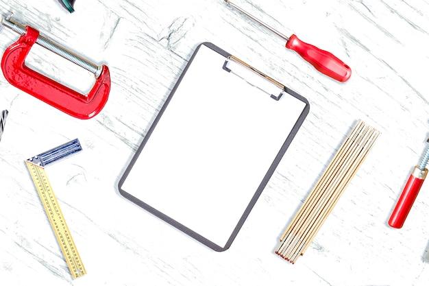 机の上の作業ツール 無料写真