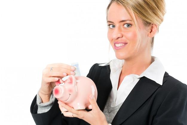 貯金、貯金箱を持つ女性 Premium写真