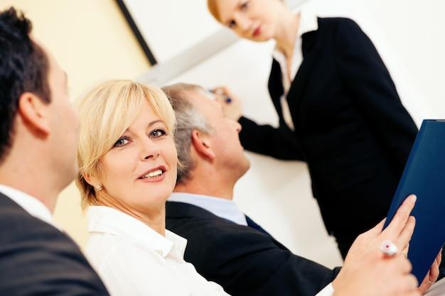 会議でのビジネスプレゼンテーション Premium写真