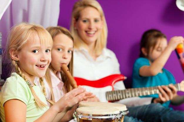 家族が音楽を作る Premium写真