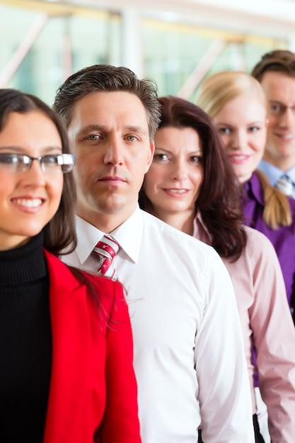 オフィスのビジネス人々またはチーム Premium写真